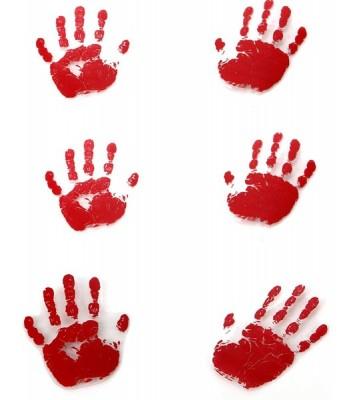 Empruntes de mains ensanglantées