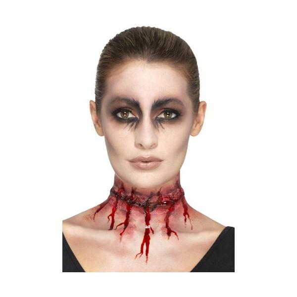 Réalisez facilement votre maquillage de zombie avec cette gorge  tranchée en latex