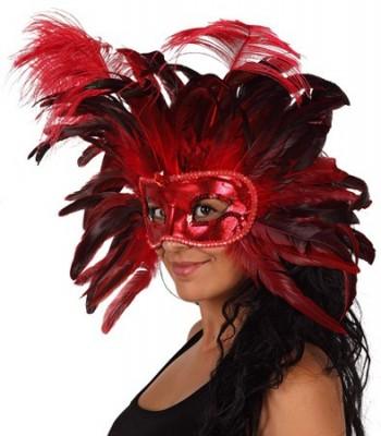 Masque à plumes rouges et noires