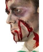 cicatrice avec agrafes et faux sang - deguisement de mort-vivant, maquillage halloween